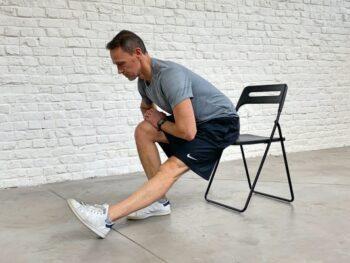 comment étirer les ischions sur une chaise